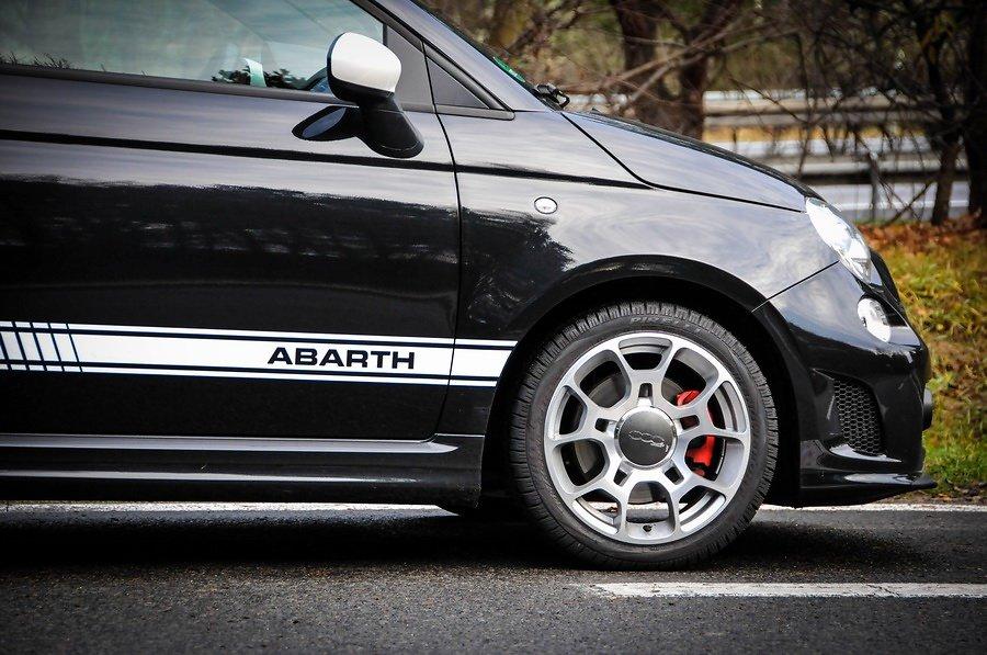 Fiat-500-Abarth-widok-z-boku.jpg