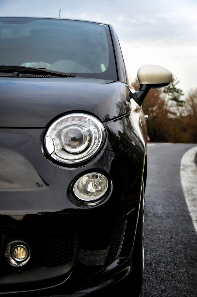 Fiat-500-Abarth-zblizenie-na-przod.jpg